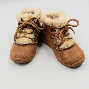 Oshkosh toddler boots with fur